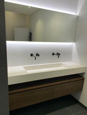 OUTLET Ex showroommodel Badmeubel massief eiken 161cm en spiegel met verlichting 1208953053
